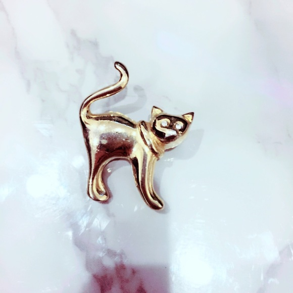 Vintage Jewelry - Gold Tone Cat Pin Brooch